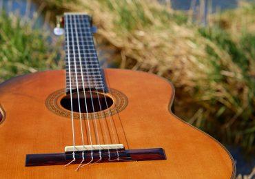 Come scegliere una chitarra classica: i consigli giusti per un acquisto mirato.